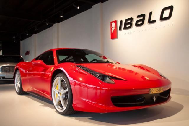 Ferrari voor- en zijkant